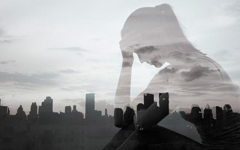mujer con depresión y ansiedad por canícula