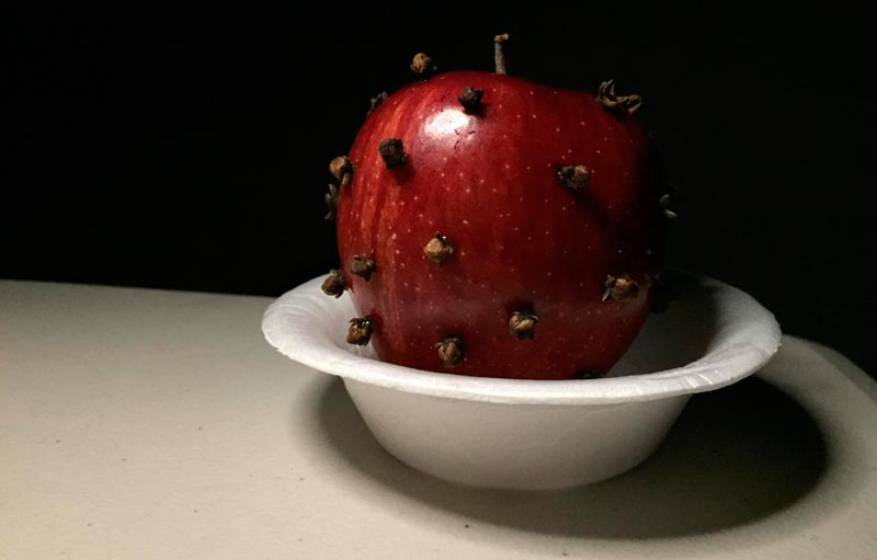 manzana con clavos de olor magia blanca